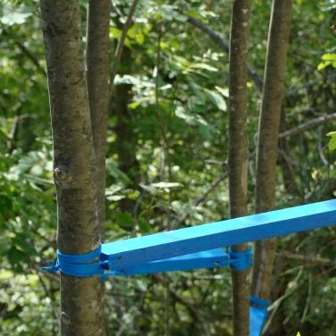 Nicola Toffolini, opera n° 1, 2011. Pietre di fiume, abete, smalto ad acqua, corda di nylon