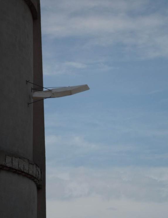 Fabrizio Prevedello, Solido alle intemperie, torre dell'acqua, Guilmi, 2013 gesso alabastrino, ferro, 57x60x121cm