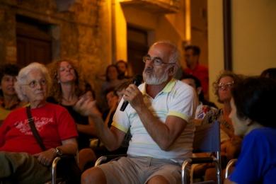 L'intervento del pubblico durante la Nuova Didattica Popolare di Pietro Gaglianò