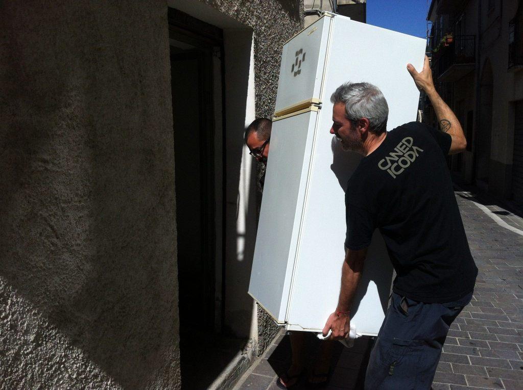 Juan Pablo Macias e Diego Segatto allestiscono La Pitech per BAS, la Banca Autonoma dei Sementi Liberi da Usura
