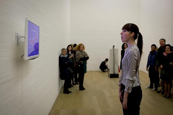 Elena Mazzi, Elisa Strinna, Articolazioni Oltre il Linguaggio, la materia e le sue declinazioni, Performance vocale, 3 m, 2013-2014. Da Juliet Art Magazine