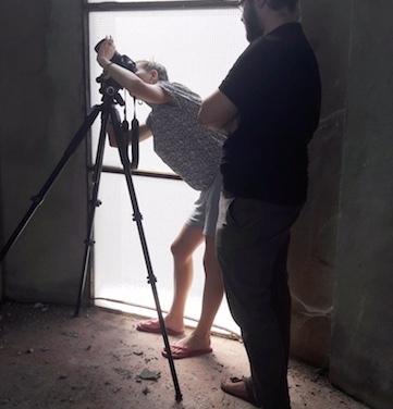 Cosimo Veneziano e Matilde Martino fotografano all'interno della torre dell'acqua. Foto Lucia Giardino