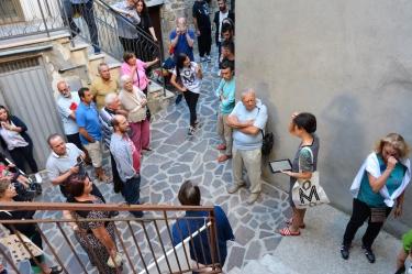 Inaugurazione mORALE. Di fronte alla cantina della famiglia Lizzi. Da Fil. Foto: Matilde Martino