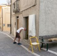 L'insegna di mORALE rimarrà coperta fino alla serata inaugurale del progetto di Cosimo Veneziano. Foto: Matilde Martino