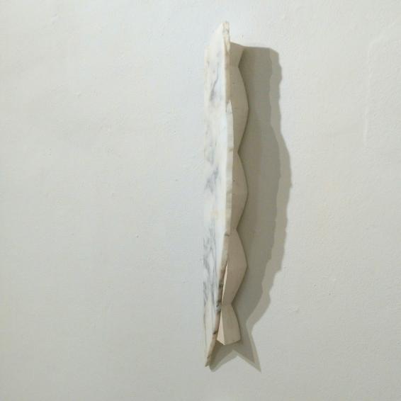 Fabrizio Prevedello, Ragazzo! Bisogna disegnare (e undici) (206), 2017, gesso, marmo Arabescato Vagli, cm 76x13x8,5