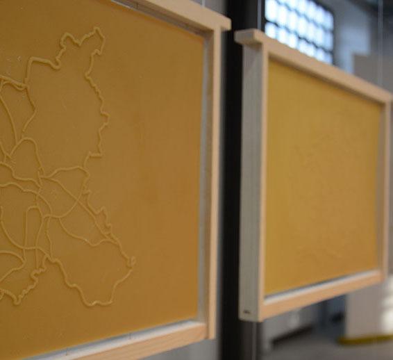 Elena Mazzi – En Route To The South, in collaborazione Con Rosario Sorbello, 2015 – Telaio di legno, cera d'api – 6 parti di 47 x 30 cm ognuna – Courtesy Ex Elettrofonica
