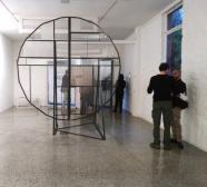 Fabrizio Prevedello, Rosone (186), 2017. Ferro, gomma, vetro, cm 311x284x200
