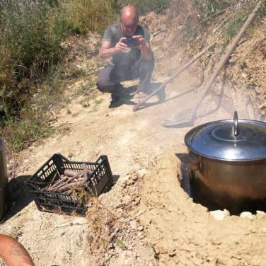 Il rocket stove alla Repubblica delle Patate per la preparazione del pranzo all'aria aperta